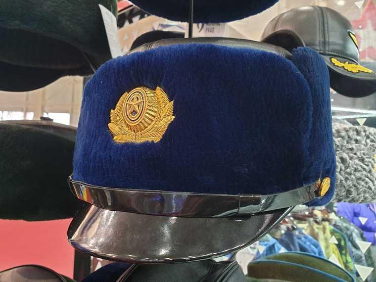 На армейской выставке показали замену генеральским папахам. «Шапки с ручкой». ФОТО