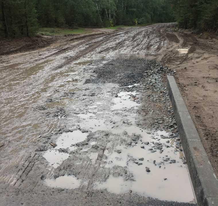 В Кургане при строительстве одной дороги испортили другую. ФОТО