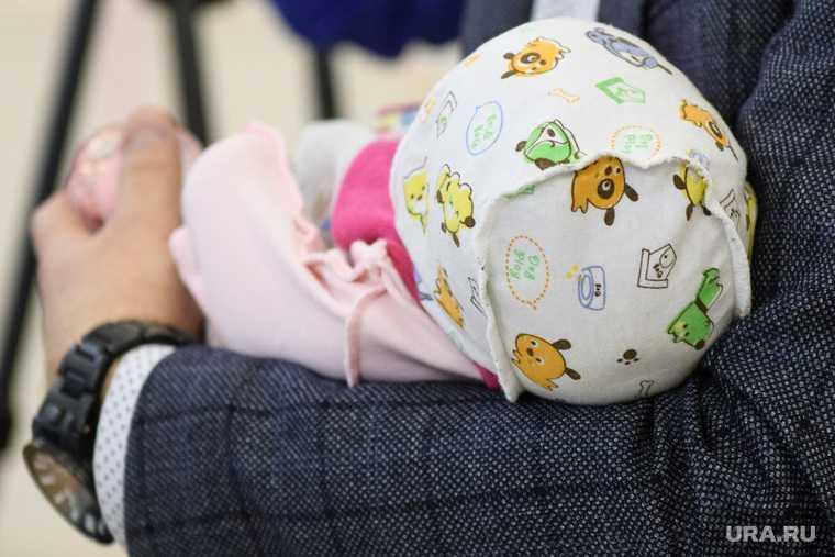 шестимесячная девочка в шкафу Карпинск Свердловская область