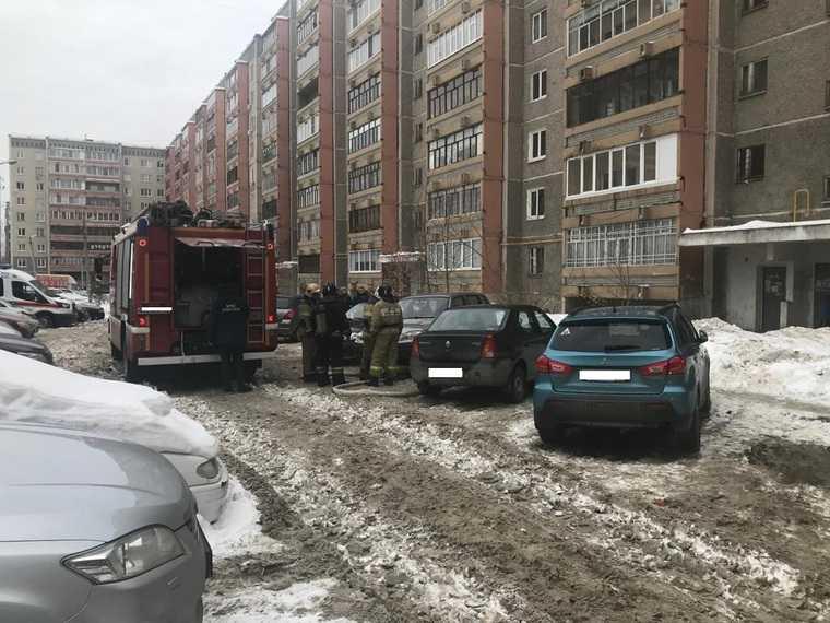 Неизвестные подожгли квартиру свердловского мэра. Фото