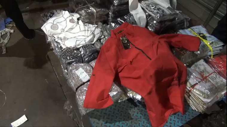 ФСБ изъяла три тысячи блузок и курток на курганской границе. Фото