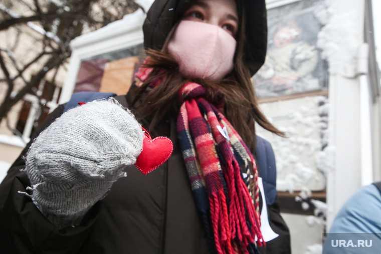 Россиянки встали в цепи на улицах москвы и петербурга